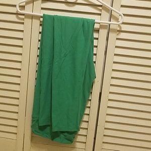 LuLaRoe Tall and Curvy Solid Green Leggings